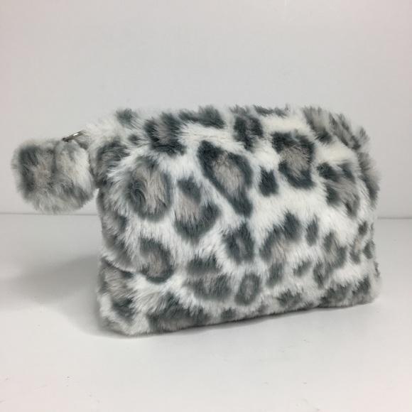 59dab7bf459f ... Leopard Print Fuzzy Bag. M 5b97058b03087cb89b188278